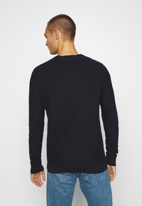 Tommy Hilfiger - HONEYCOMB CREW NECK - Sweter - blue - 2