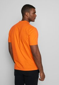 Hi-Tec - HANS - T-shirt print - orange zest