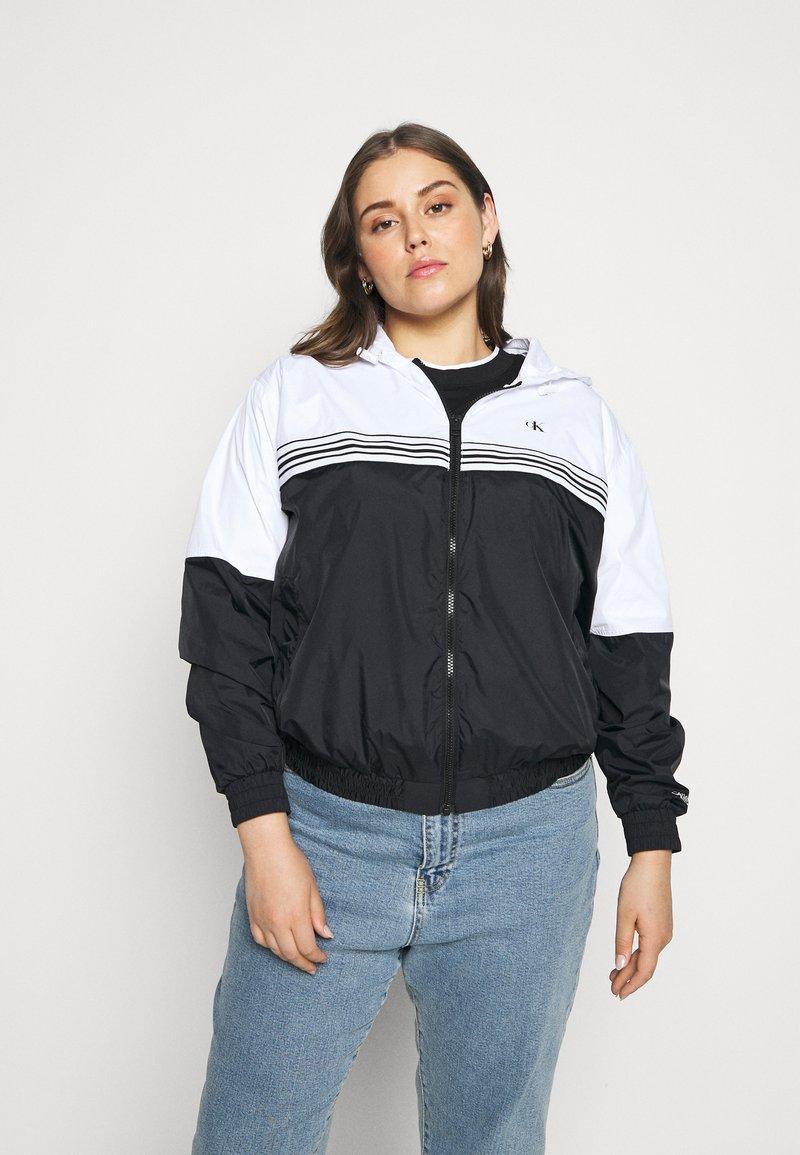 Calvin Klein Jeans Plus - STRIPE TAPE - Windbreaker - white