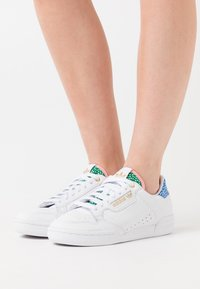 adidas Originals - CONTINENTAL 80  - Sneakers laag - footwear white/gold metallic/glow pink - 4