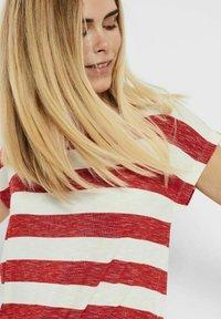 Vero Moda - VMWIDE STRIPE TOP  - Camiseta estampada - goji berry - 3