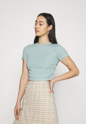 RUCHED CROP - Print T-shirt - blue