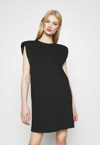 Monki - ALVINA SHOULDER DRESS - Jednoduché triko - black - 0