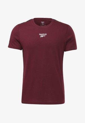 TRAINING ESSENTIALS TAPE - T-shirt med print - burgundy