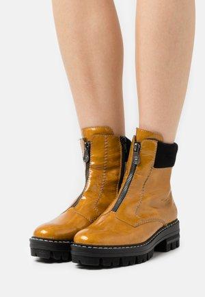 Platform ankle boots - gelb