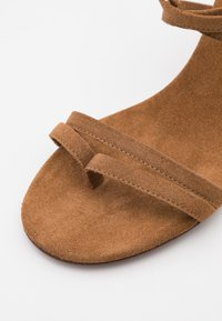 L'Autre Chose - HEEL - Sandaler - camel - 6