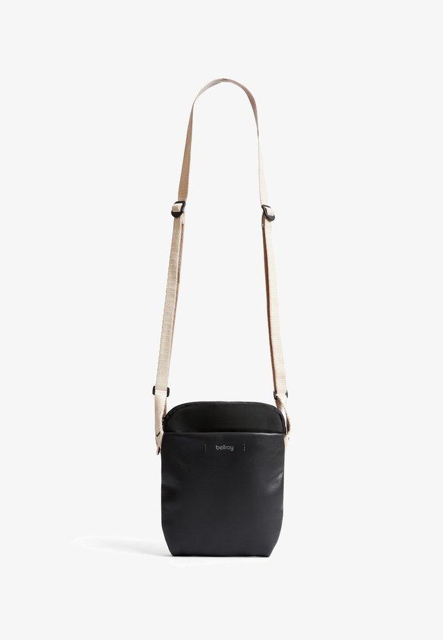CITY POUCH PREMIUM - Across body bag - black sand