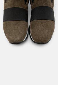 Gioseppo - SPUTINO - Kotníkové boty na klínu - verde - 5