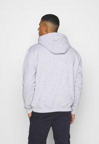 Karl Kani - SMALL SIGNATURE HOODY UNISEX - Sweatshirt - ash grey - 2