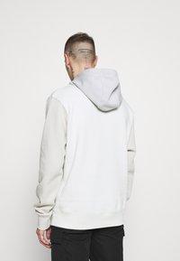 Nike Sportswear - HOODIE  - Bluza - spruce aura/light bone - 2
