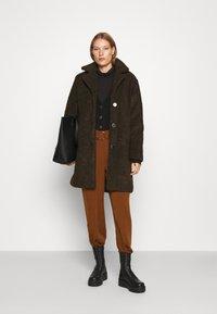 Selected Femme - SLFNANNA TEDDY COAT - Winter coat - coffee bean - 1