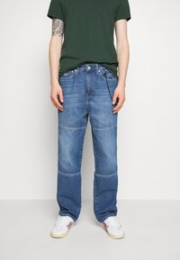 Tommy Jeans - SKATER UNISEX - Jeans Tapered Fit - light blue - 0
