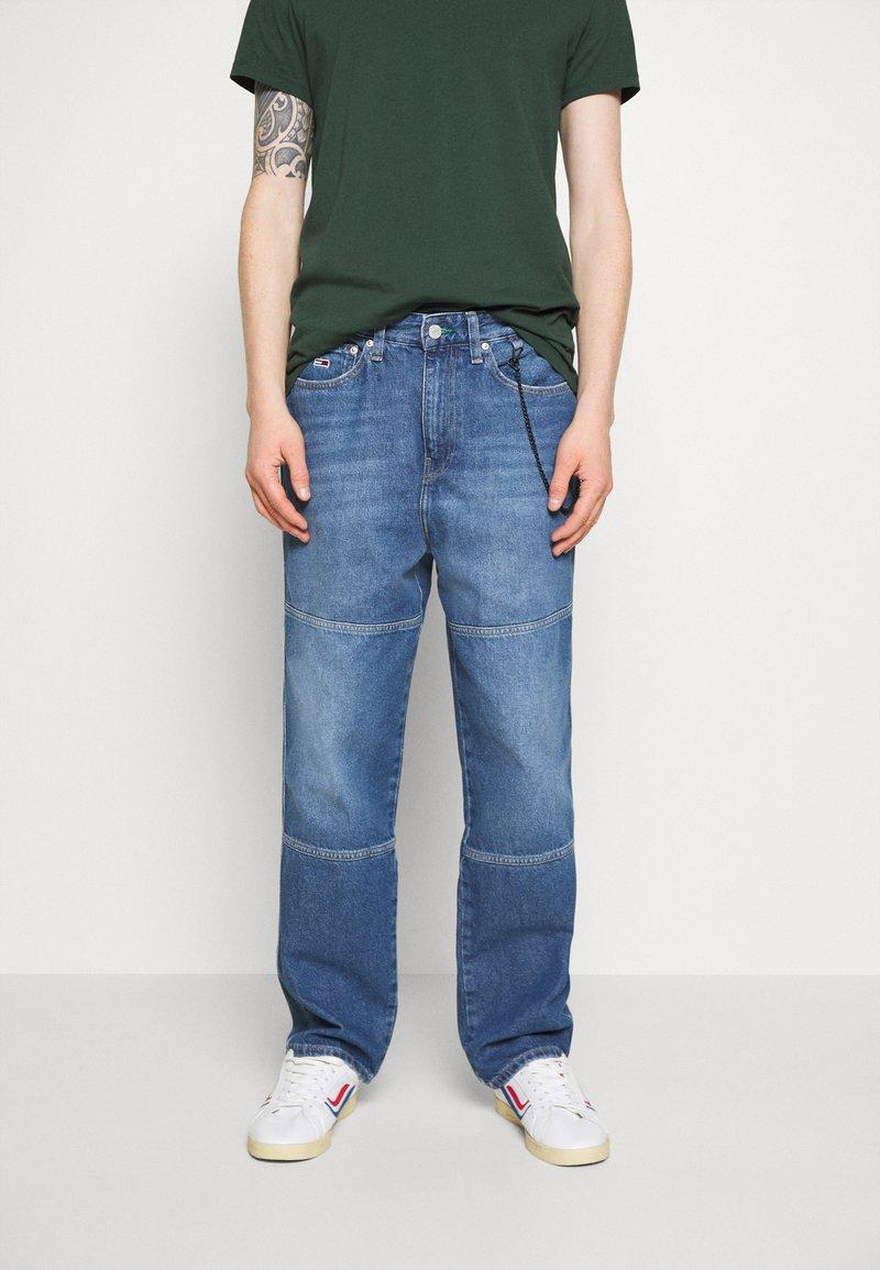 Tommy Jeans - SKATER UNISEX - Jeans Tapered Fit - light blue