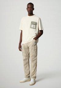 Napapijri - HONOLULU - Print T-shirt - new milk - 1