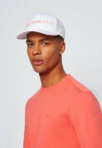 BOSS - SALBO - Sweatshirt - open red - 3