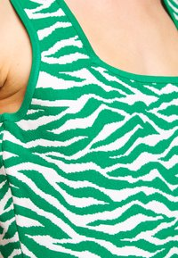 Milly - ABSTRACT ZEBRA FIT - Jumper dress - leaf/white - 6