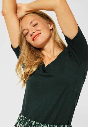 MIT NEUEM AUSSCHNITT - Basic T-shirt - grün