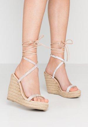 DULCIE - Sandaler med høye hæler - nude
