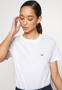 Tommy Jeans - REGULAR C NECK - Basic T-shirt - white - 4