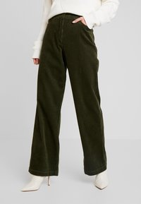 Marc O'Polo - PANTS BARA WIDE LEG HIGH RISE FLAP POCKETS - Trousers - farmland green - 0