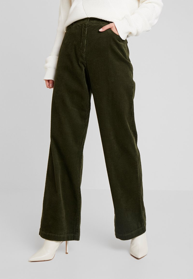 Marc O'Polo - PANTS BARA WIDE LEG HIGH RISE FLAP POCKETS - Trousers - farmland green