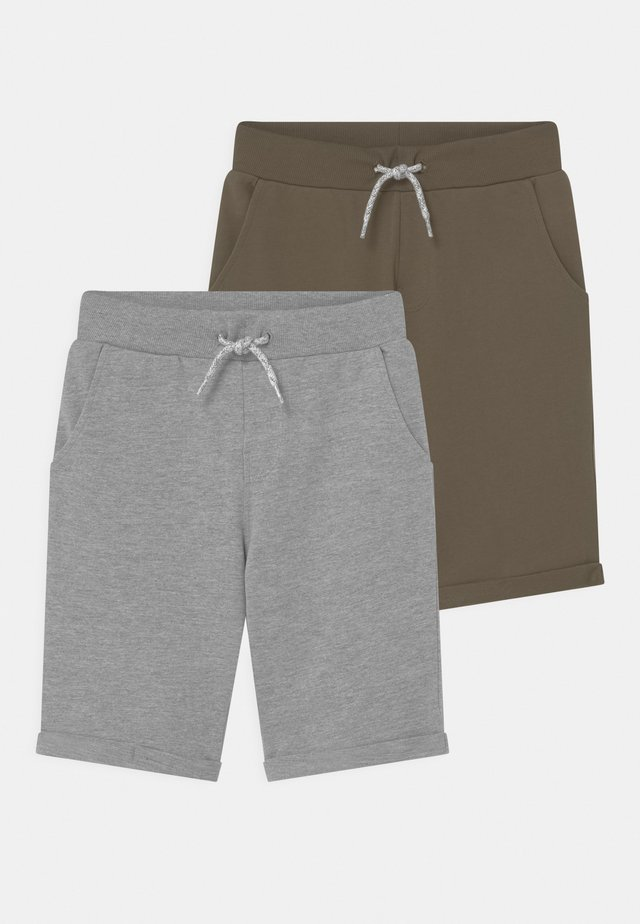 NKMVERMO 2 PACK - Shorts - ivy green
