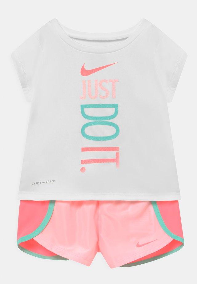 SPRINTER SHORT SET - Camiseta estampada - light pink/white
