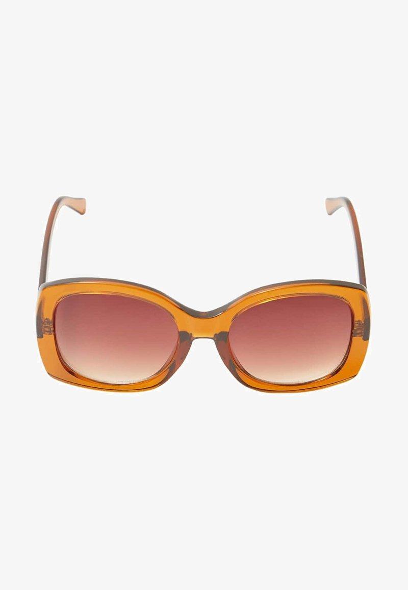 Stradivarius - MIT SCHRIFTZUG - Sunglasses - brown