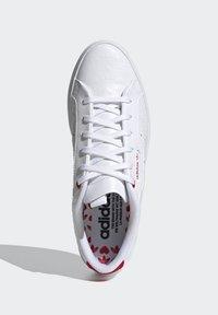 adidas Originals - SLEEK - Tenisky - footwear white/scarlet/core black - 2