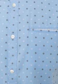 TOM TAILOR DENIM - SHORT SLEEVE - Shirt - light blue - 2
