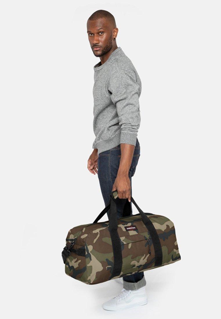 Eastpak - STATION + CORE COLORS - Bolsa de viaje - khaki