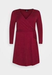 Vero Moda Curve - VMKARISARA WRAP DRESS - Pletené šaty - cabernet - 4