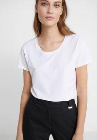 Escada Sport - ELLAMINE - T-shirt basic - white - 4