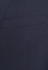 Isaac Dewhirst - Sako - dark blue check - 7