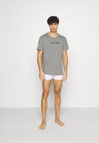 Jack & Jones - JACRAIN TEE 3 PACK - Pyžamový top - light grey melange/navy blazer/white - 0