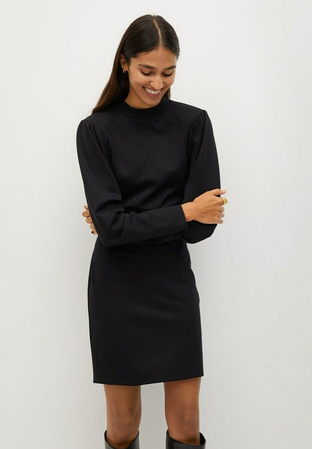 DERIBES - Sukienka etui - zwart