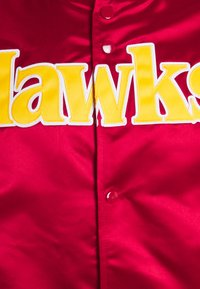 Mitchell & Ness - NBA ATLANTA HAWKS LIGHTWEIGHT JACKET - Squadra - red - 2