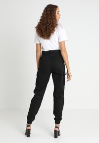 Missguided - PLAIN CARGO TROUSER - Cargo trousers - black - 2