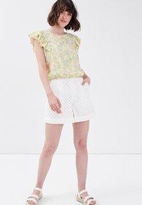 Cache Cache - Camiseta estampada - jaune pastel - 1