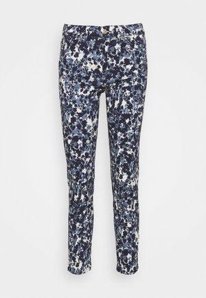 ROXANNE ANKLE FLOWER FIELD - Skinny džíny - blue