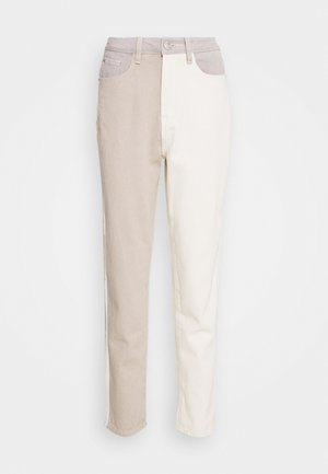 NEUTRAL PATCHED RIOT MOM JEAN - Relaxed fit jeans - cream