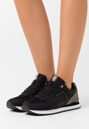 JOGGO - Trainers - black