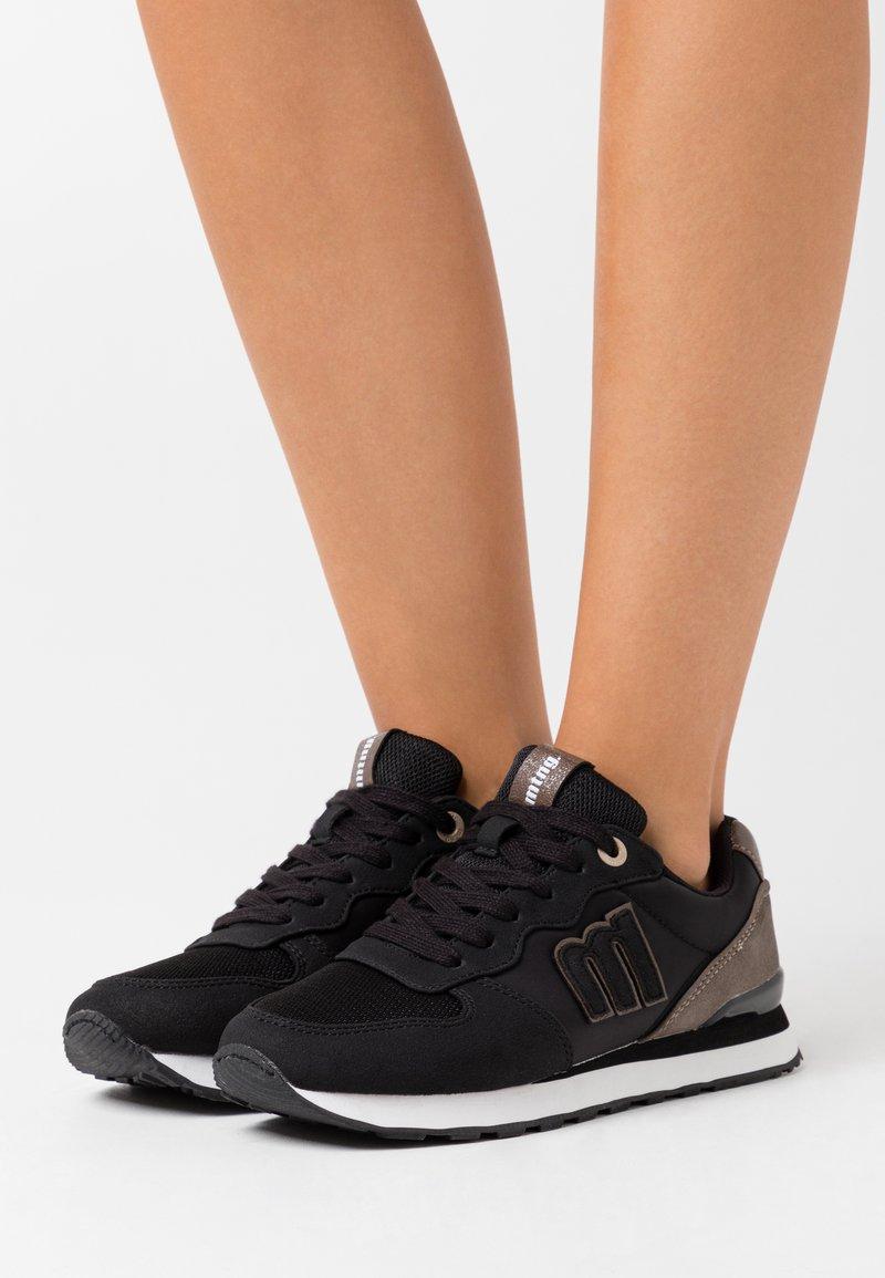 mtng - JOGGO - Zapatillas - black