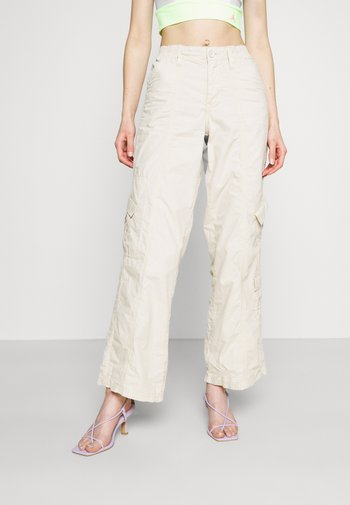 90S PANT - Cargo trousers - stone