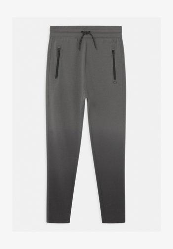 BOY FIT TECH - Spodnie treningowe - shark fin