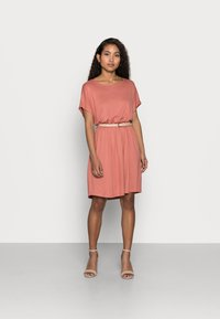 Pieces Petite - PCPETRINE DRESS - Jersey dress - canyon rose - 1