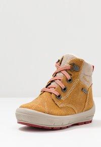 Superfit - GROOVY - Winter boots - gelb/beige/rot - 2