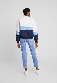Tommy Jeans - COLORBLOCK CREW - Sweatshirt - pale grey/multi - 2