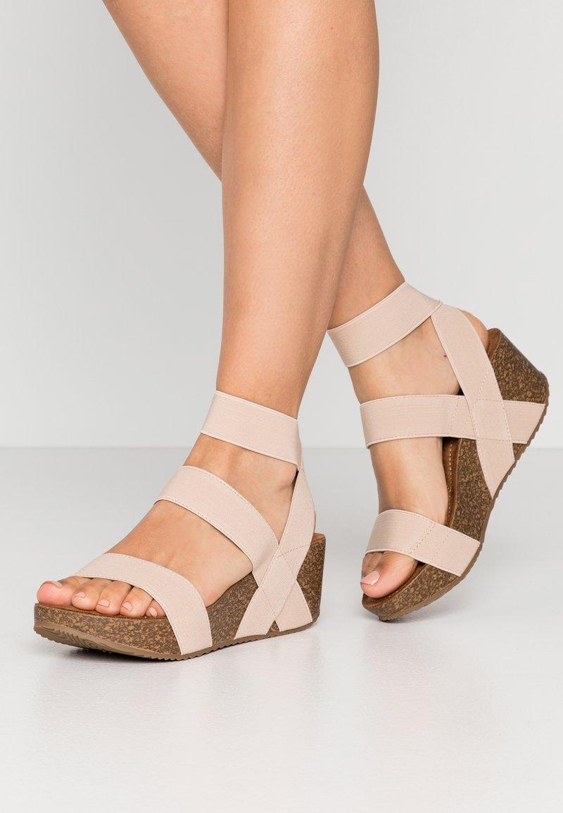 Madden Girl - ZOEY - Sandály na platformě - nude