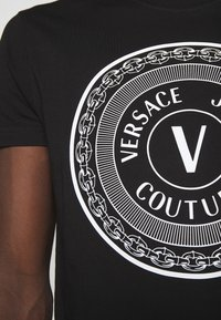 Versace Jeans Couture - MOUSE - Camiseta estampada - black - 4